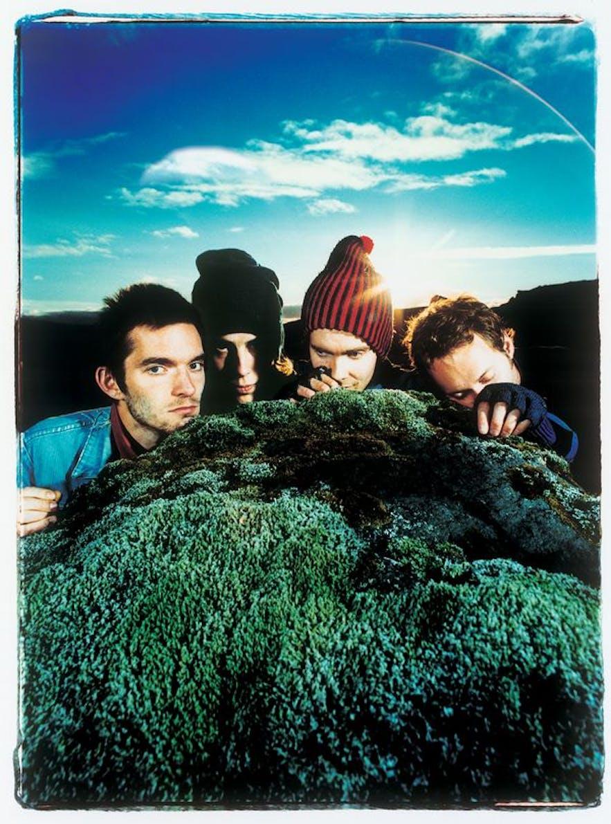アイスランドの特徴、苔に寝そべるシガー・ロス