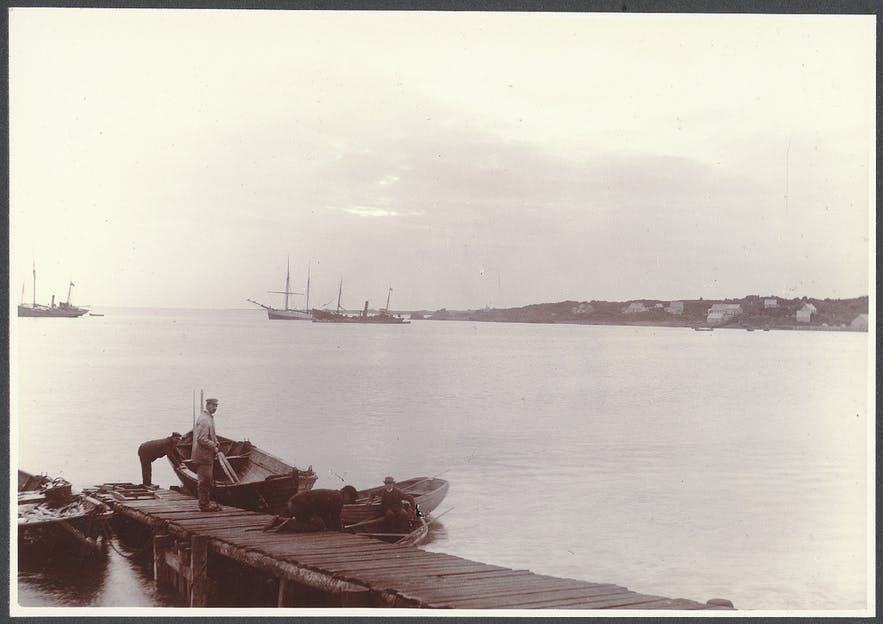 NOTE this photograph is from ca 1900, but gives a glimpse of what the port might have looked like in the early 1800s when Jørgen arrived