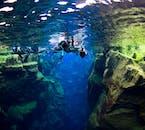 シルフラの泉では2つの大陸プレートの間を泳ぐことができる