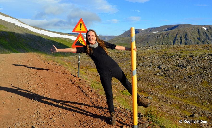 Regína by the road leading to Ingjaldssandur