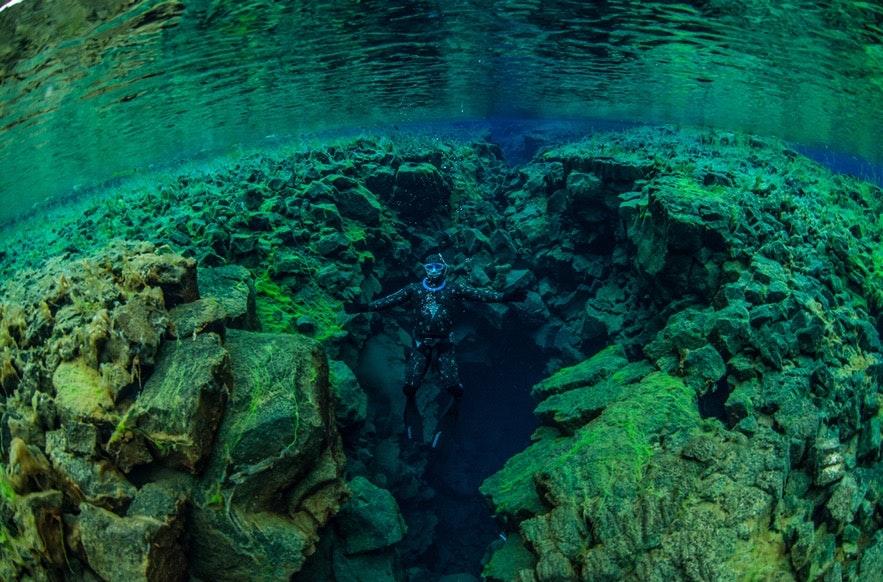 丝浮拉大裂缝水质清澈,很适合浮潜