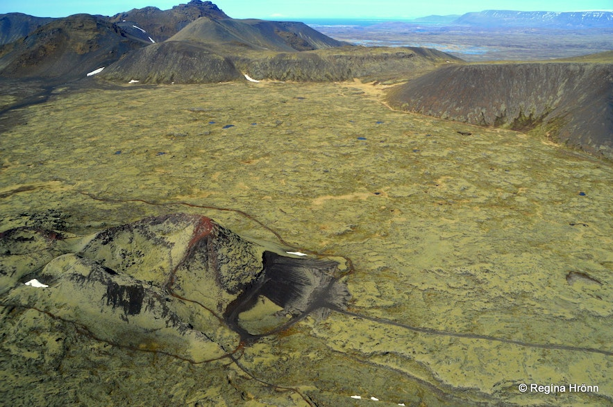 A helicopter ride in Iceland - the view of volcanoes from the helicopter