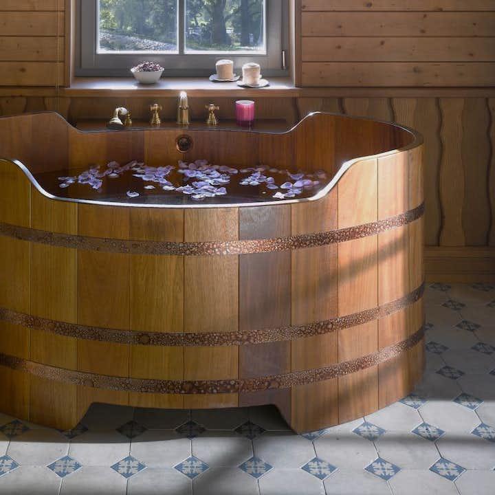Baignade au spa de bière Bjorbodin | Beer spa dans le Nord de l'Islande