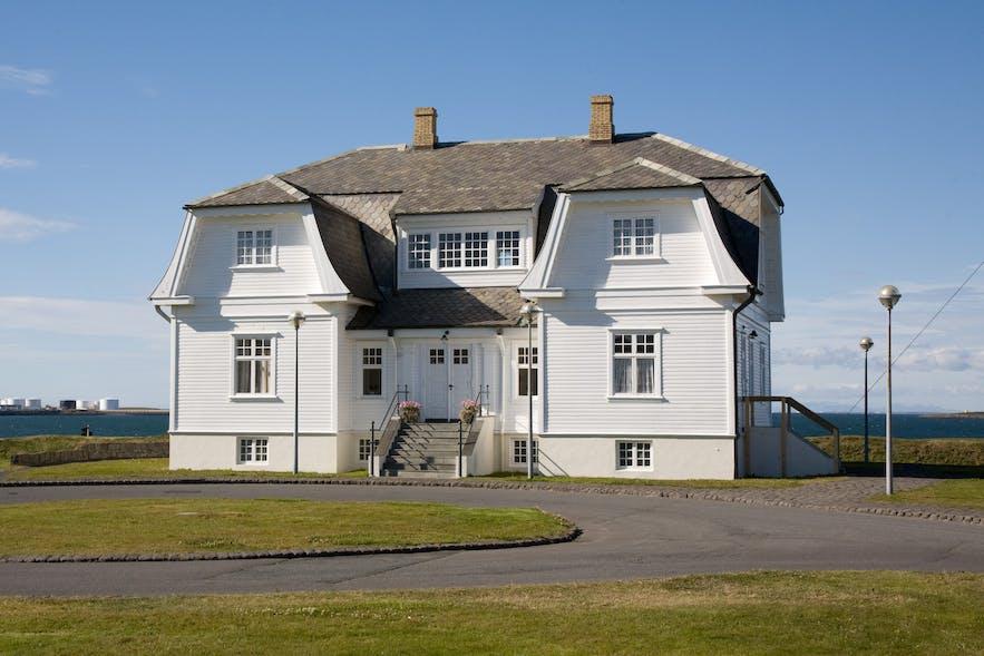 Słynny dom Hofdi w Reykjaviku