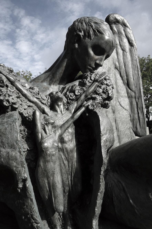 迫力あるエイナル・ヨンソンの彫像