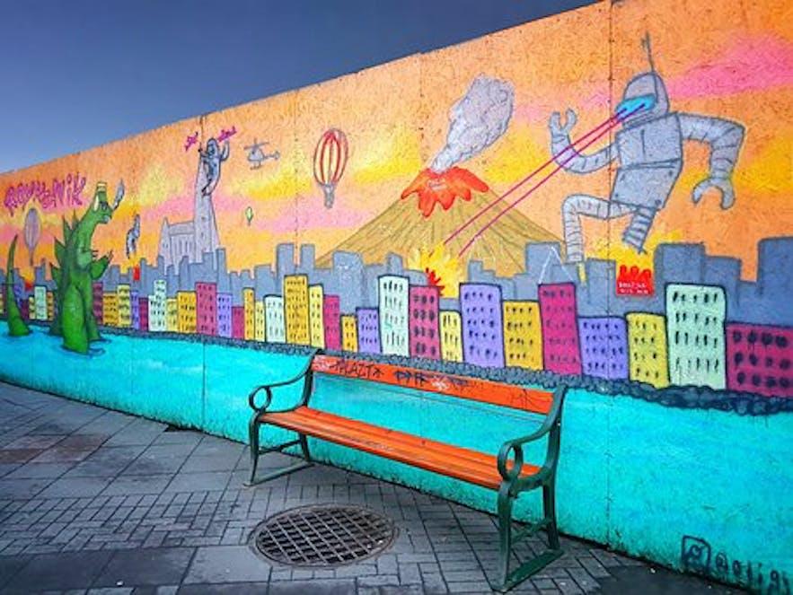 ศิลปะตามท้องถนนที่มีสีสันสามารถพบได้ทั่วไปในเมืองหลวง.