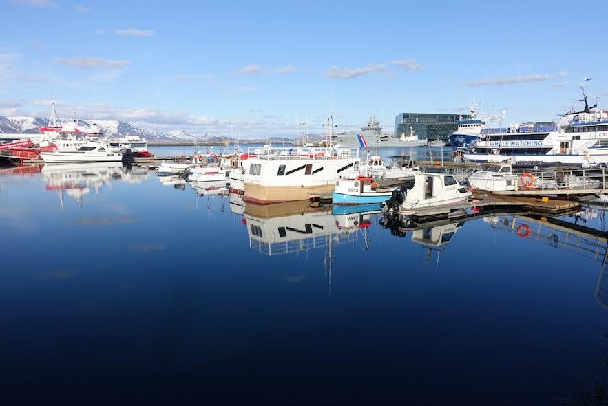 Port w centrum Reykjaviku.