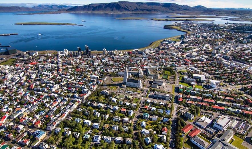 Una vista di Reykjavík dal cielo.