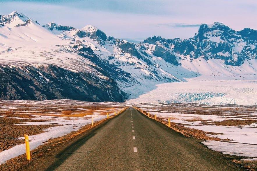 公路是冰岛交通的主要组成部分