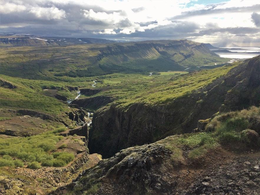 Aussicht ins Tal und Hvalfjörður