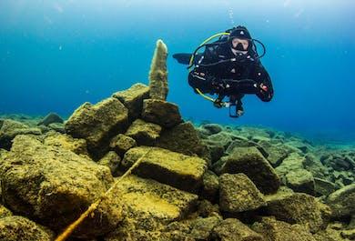 Diving Day Tour   Davidsgja - David's Fissure