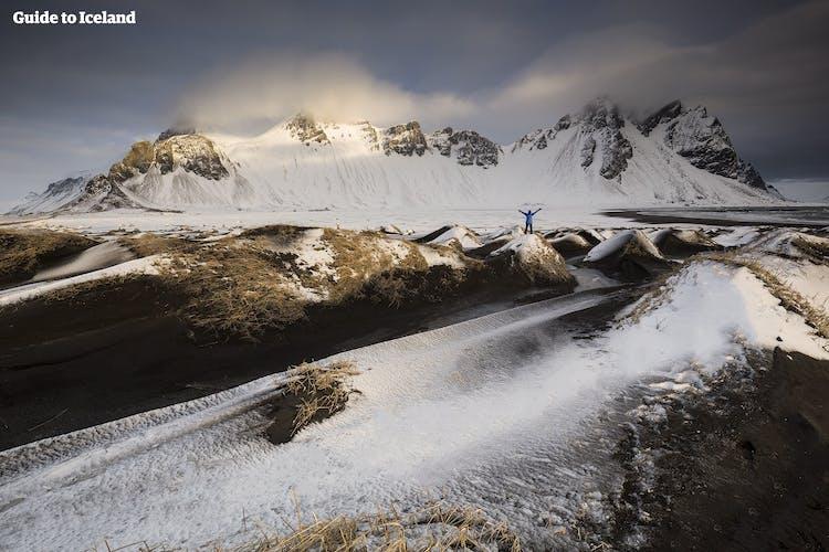 Гора Вестрахорн, один из самых драматических ландшафтов востока Исландии.