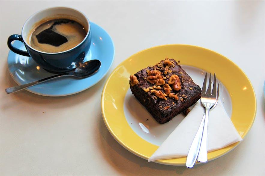 My plus one vegan girlfriend had her first brownie in 2 years!
