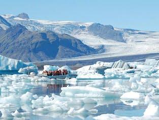 日帰りバスツアー | ヨークルスアゥルロゥン氷河湖とボートツアー