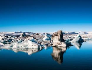 最安値!ヨークルスアゥルロゥン氷河湖の日帰りツアー