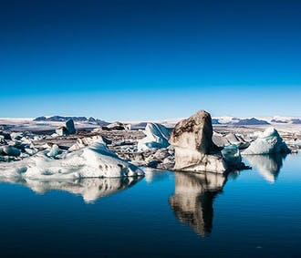 ヨークルスアゥルロゥン氷河湖とセリャラントスフォスの日帰りツアー