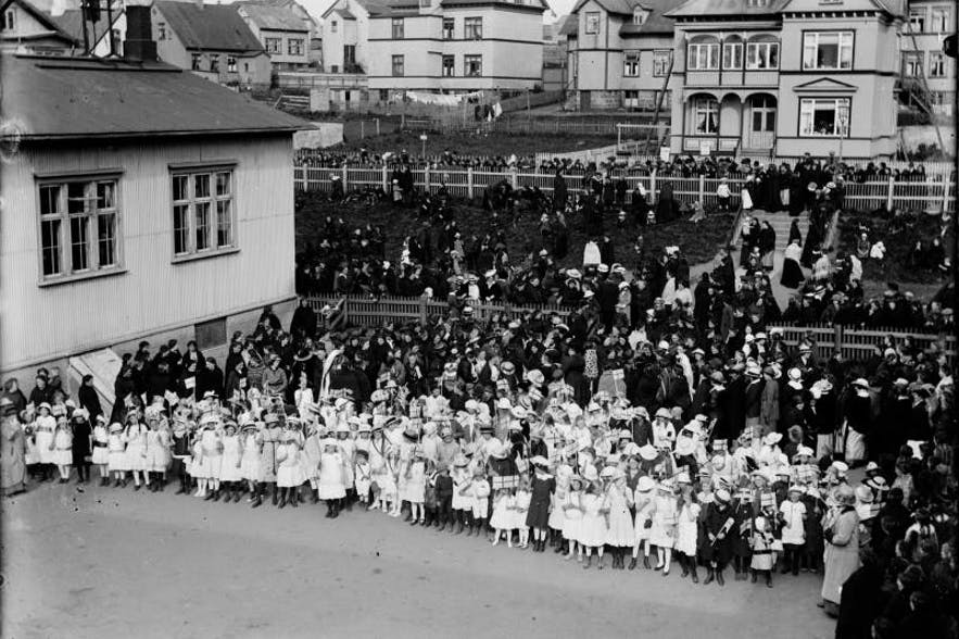 On June 15 1915, women over the age of 40 were permitted to vote. The age barrier was eradicated completely two years later.