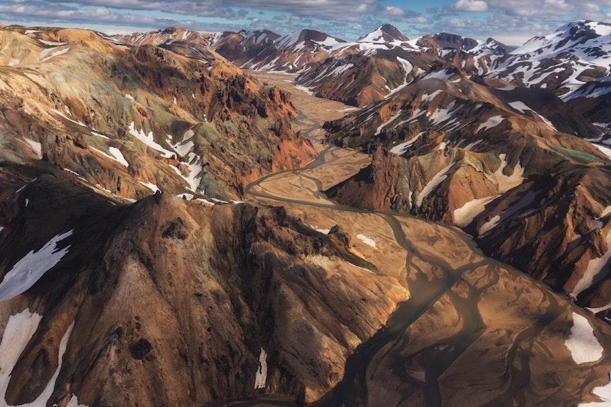 Niesamowite góry Landmannalaugar w islandzkim interiorze.