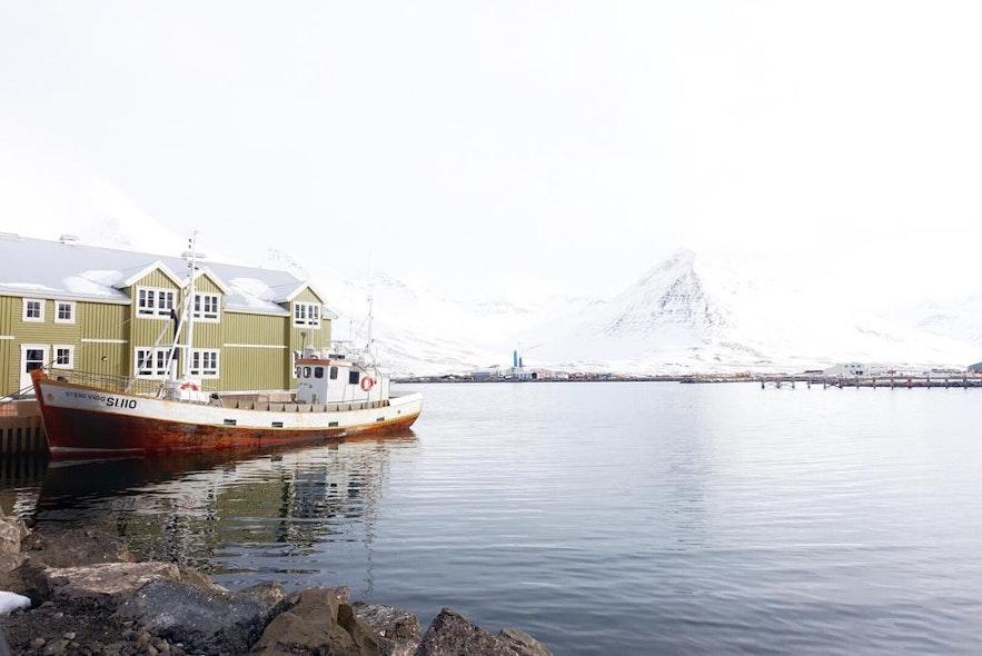 冰岛北部渔港小镇锡格鲁菲厄泽 Siglufjörður