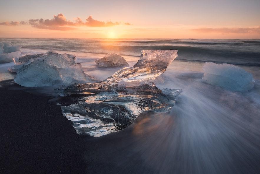日出及日落是在钻石冰沙滩摄影的最好时间