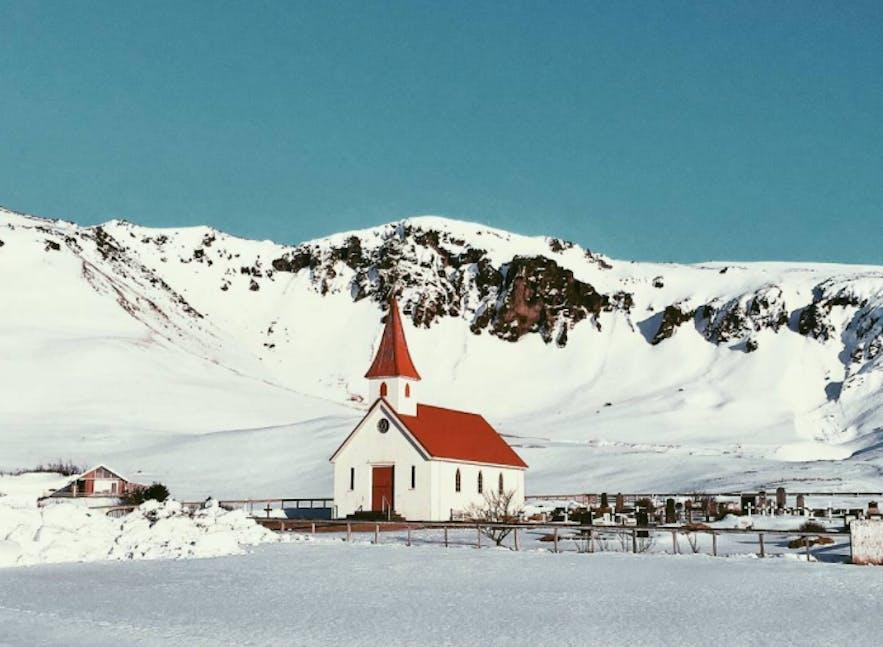 自驾冰岛一号公路,沿途有美丽的小教堂