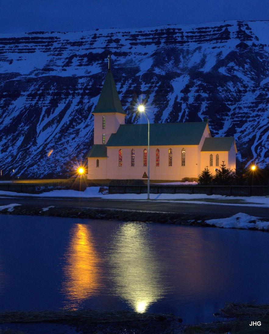 西峡湾苏都乐里Suðureyri