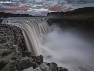 レイキャビク国内線空港発|冬のデティフォスの滝ツアー(航空券付き)