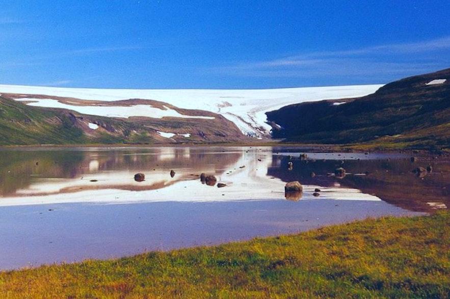 Pomimo, że jest tu mniej lodu, Kaldalón wciąż jest pięknym zakątkiem Islandii.