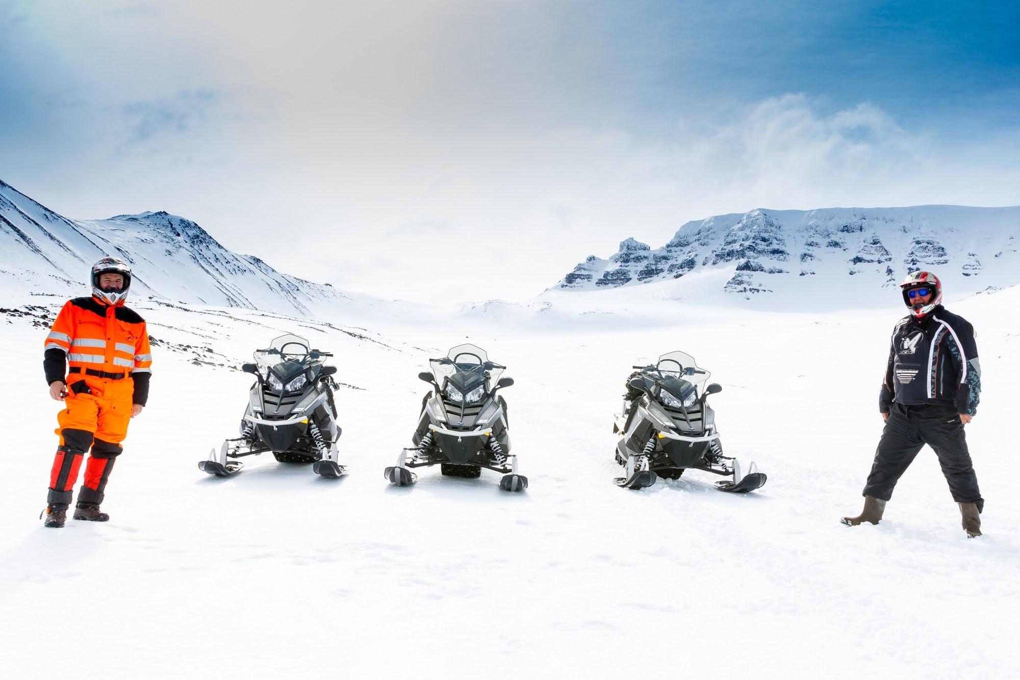 Découvrez les paysages hivernaux du nord de l'Islande lors de cette excursion motoneige