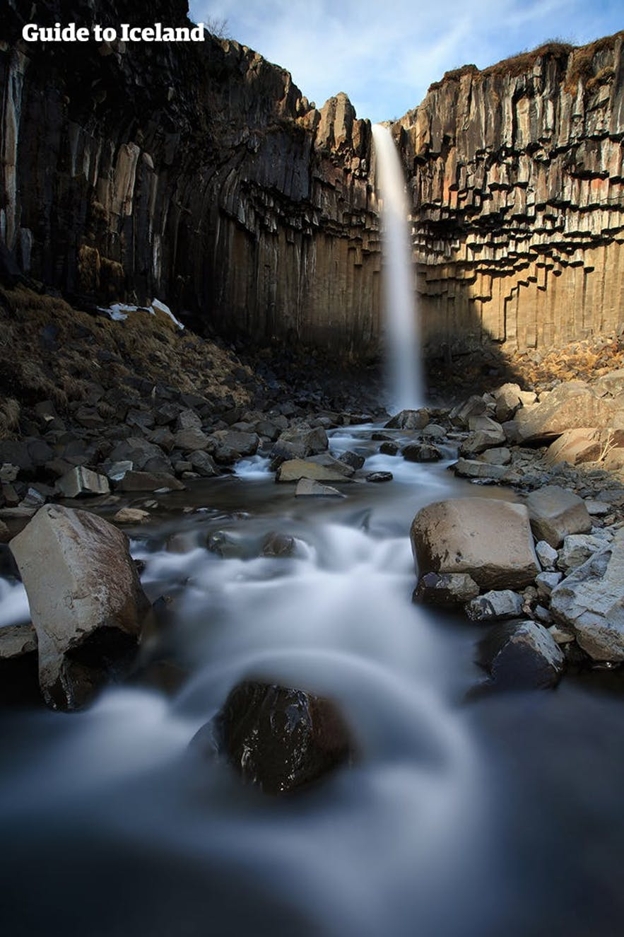 Svartifoss est une cascade connue pour ses colonnes de basalte