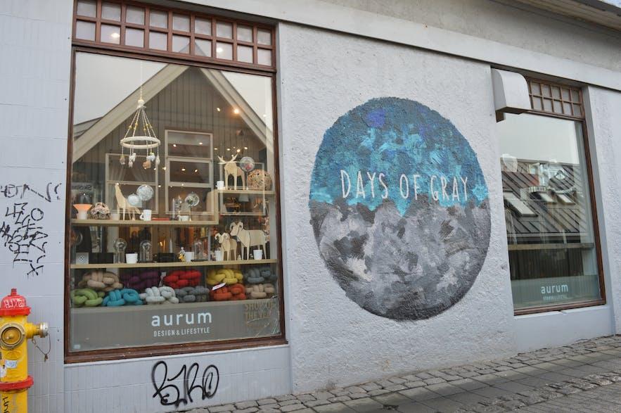 aurumのお店の壁でのお洒落な落書き