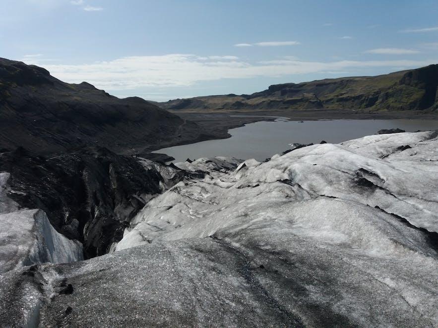 Vue depuis la langue glaciaire Solheimajokull en Islande