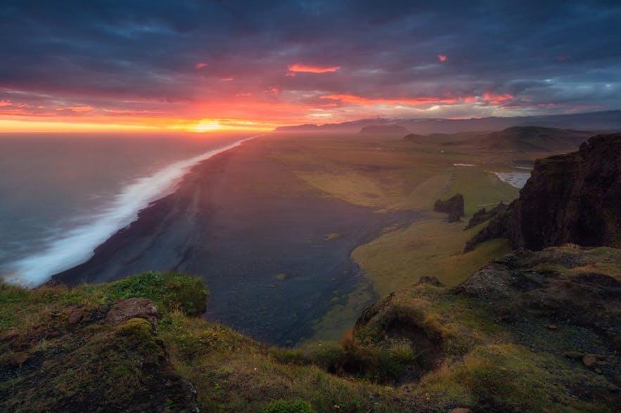 De zonsondergang vanaf Dyrhólaey