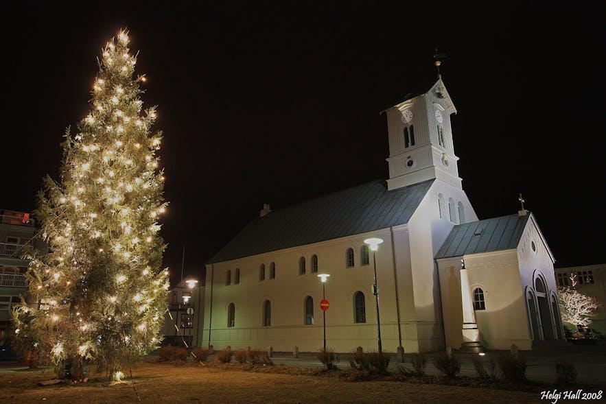 The Oslo Christmas Tree in Reykjavík. Photo from Wikimedia, Creative Commons, photo by Helgi Halldórsson