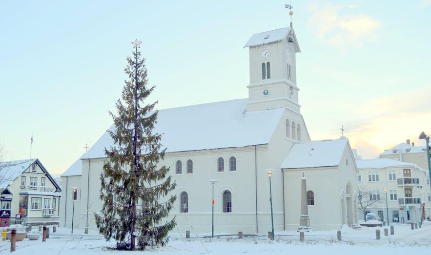 Cathédrale Dómkirkjan dans le centre de Reykjavík au mois de décembre