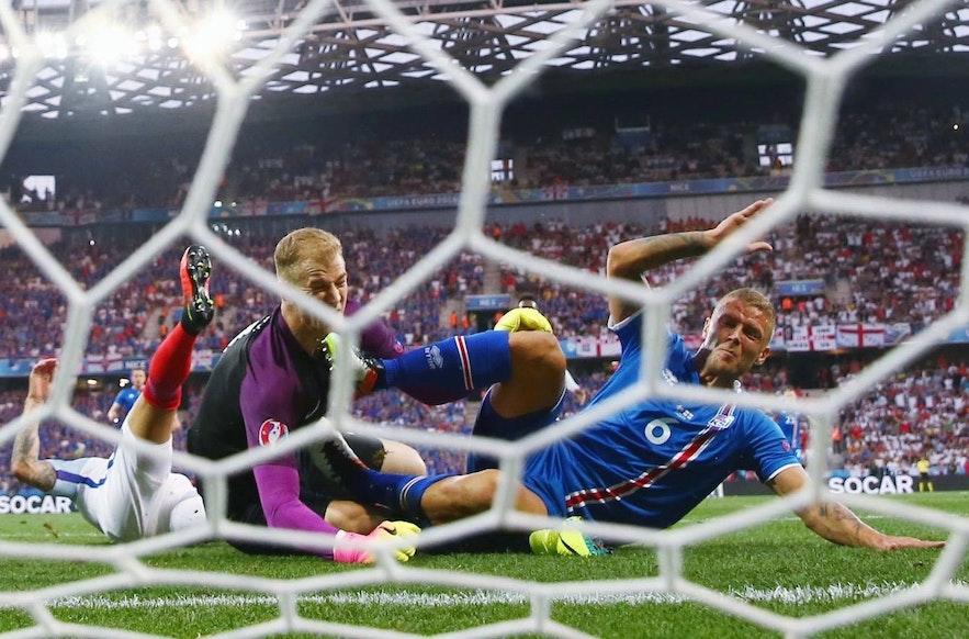 Der Sieg Islands über England bei der Europameisterschaft 2016 war das fußballerische Äquivalent zum Sieg Davids über Goliath.