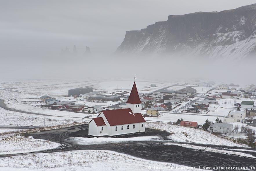 남부 아이슬란드 마을 비크의 겨울 풍경