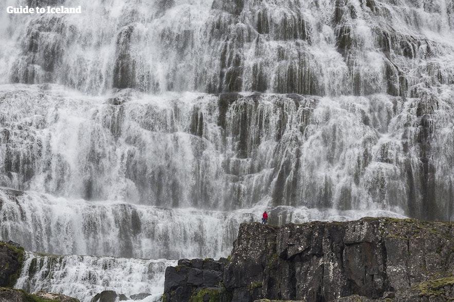 아이슬란드 웨스트피오르드의 딘얀디 폭포