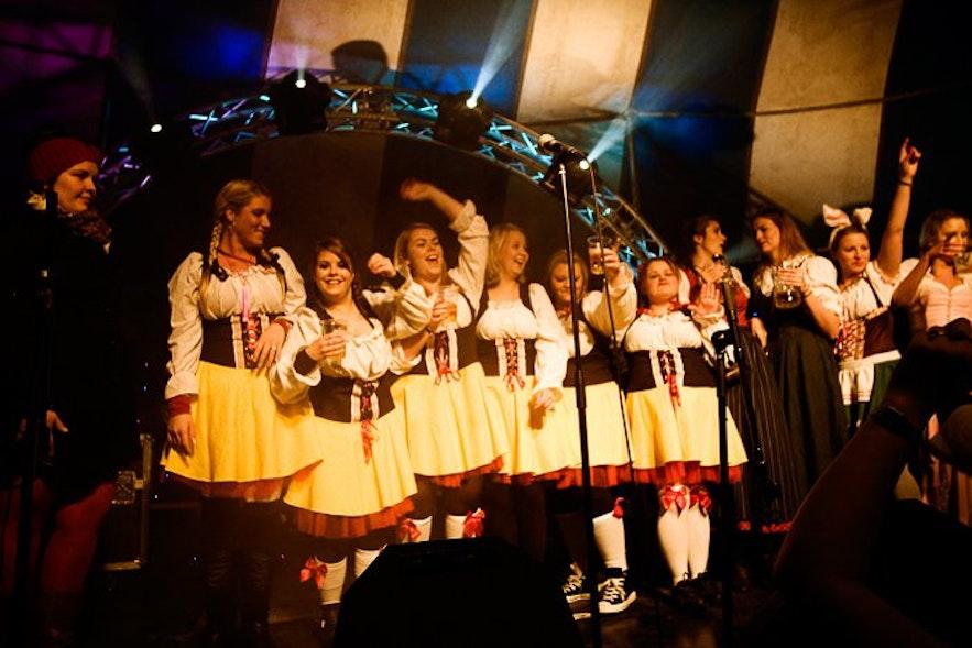 SHI 옥토베르페스트의 흥겨운 축제 모습