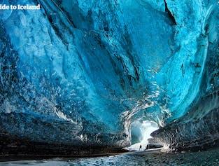 Questo pacchetto invernale di 4 giorni ti dà la possibilità unica di esplorare una grotta di ghiaccio sotto il ghiacciaio Vatnajökull.
