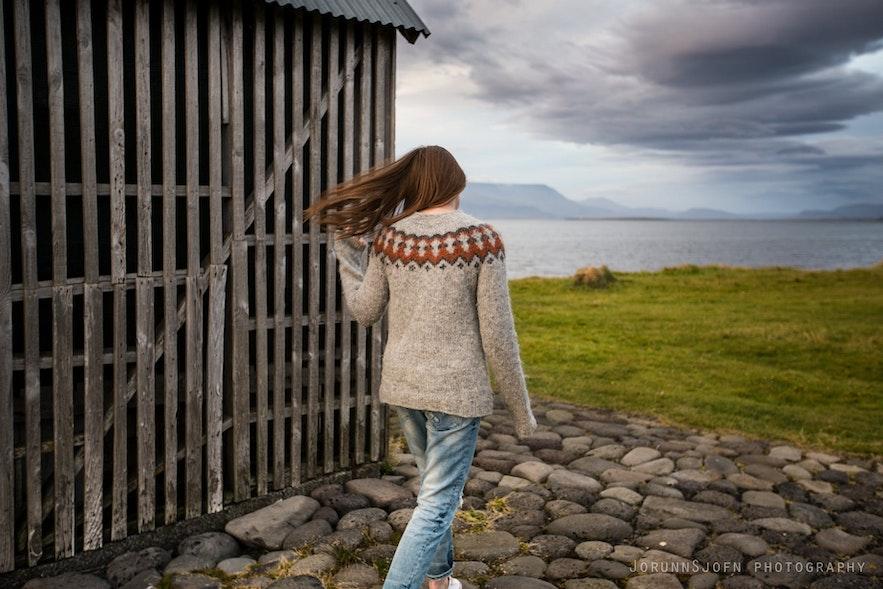Tradycyjny islandzki sweter Lopapeysa