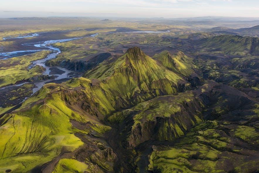 乘坐直升机从空中看冰岛中央内陆高地