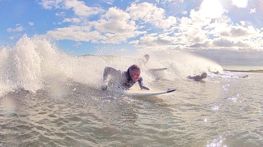 Surfing na Islandii