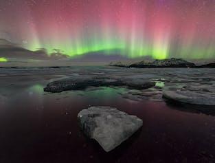 Die Gletscherlagune Jökulsárlón ist Islands tiefster See mit einer Tiefe von 248 Metern.