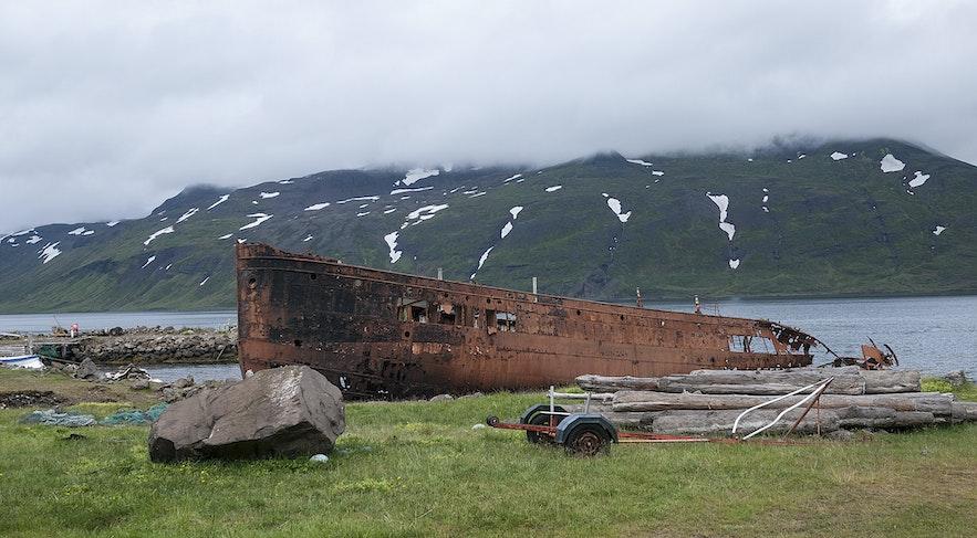 冰岛西峡湾小镇Djúpavík