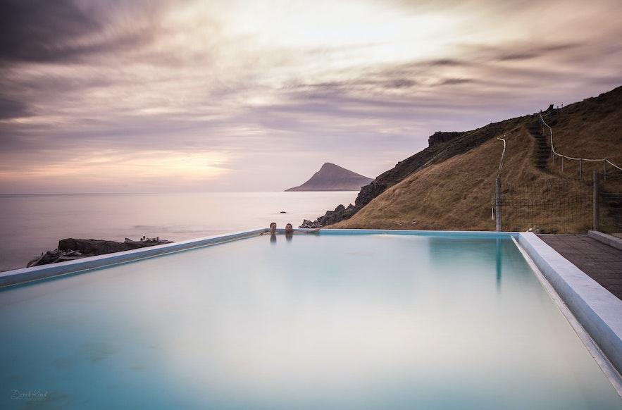冰岛西峡湾小镇Djúpavík上的泳池Krossne