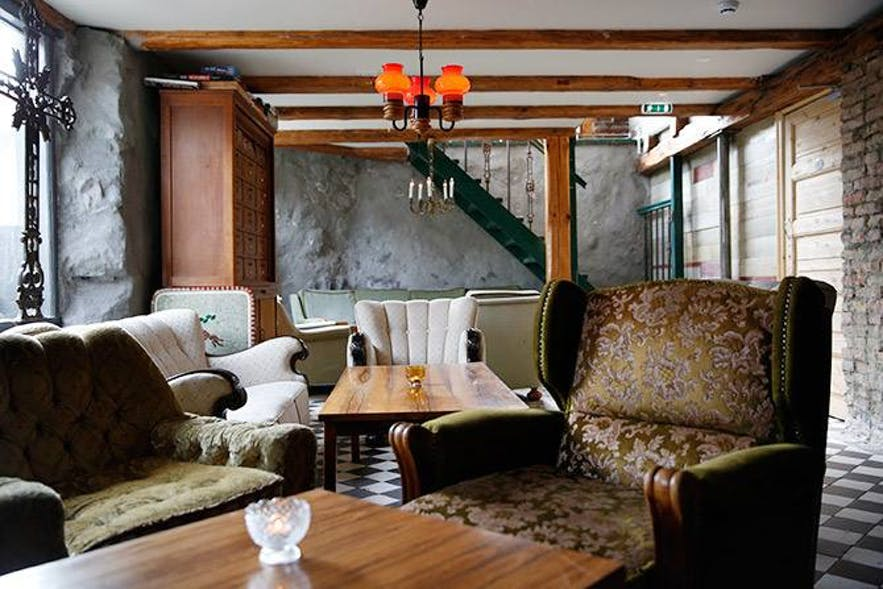 Stafan has a vintage atmosphere, with comfortable sofas and dark woodwork.