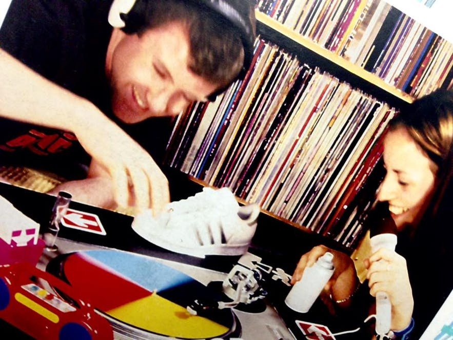 Kaffi Vinyl regularly holds live music events, be it bands or DJ sets.
