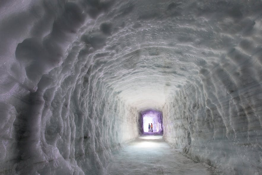 랑요쿨 빙하 속 인공 터널