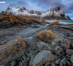Postrzępiona, surowa i złowroga góra Vestrahorn jest atrakcją południowo-wschodniej Islandii, szczególnie dla fotografów krajobrazu.
